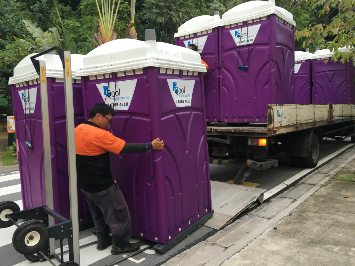 qool enviro portable toilet in zoukout 2015 8