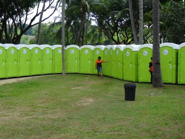 qool enviro portable toilets in the music run 2015 10