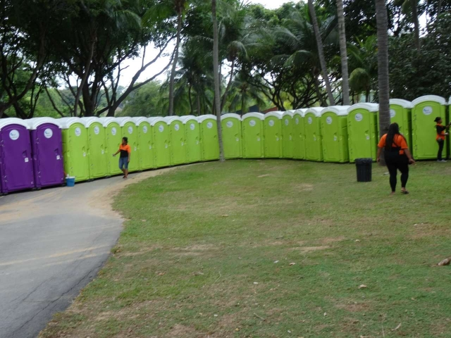 qool enviro portable toilets in the music run 2015 12