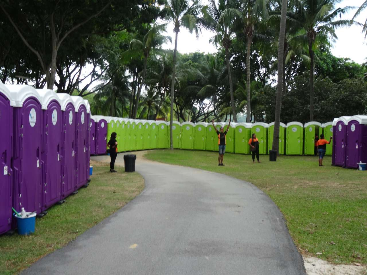 qool enviro portable toilets in the music run 2015 13