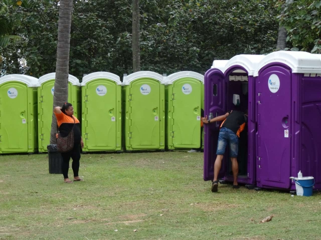 qool enviro portable toilets in the music run 2015 14