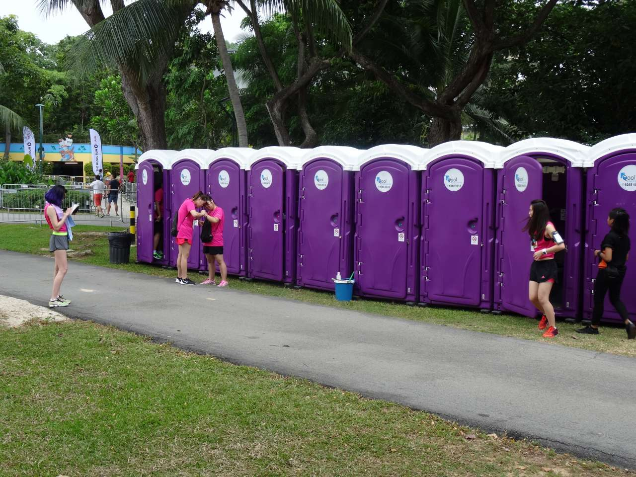 qool enviro portable toilets in the music run 2015 15