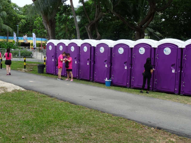 qool enviro portable toilets in the music run 2015 16