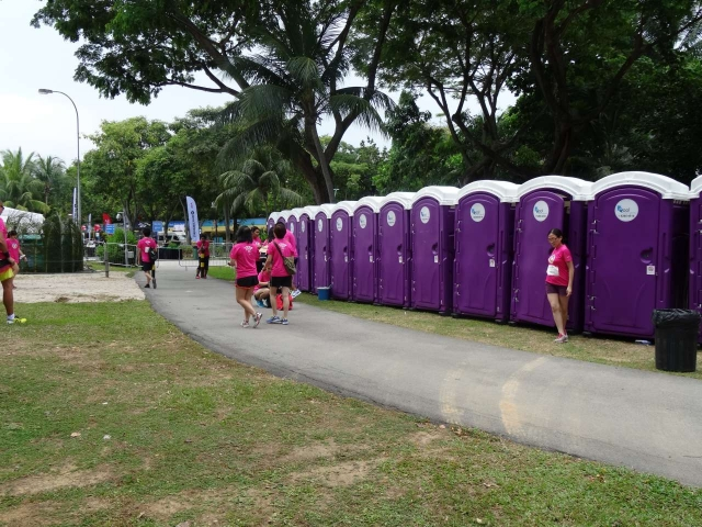 qool enviro portable toilets in the music run 2015 17