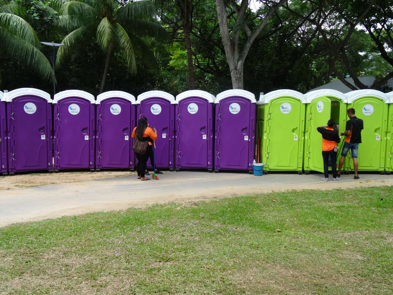 qool enviro portable toilets in the music run 2015 18