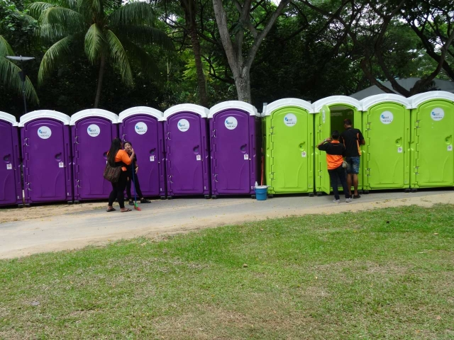 qool enviro portable toilets in the music run 2015 19