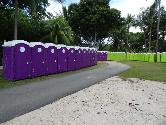 qool enviro portable toilets in the music run 2015 2