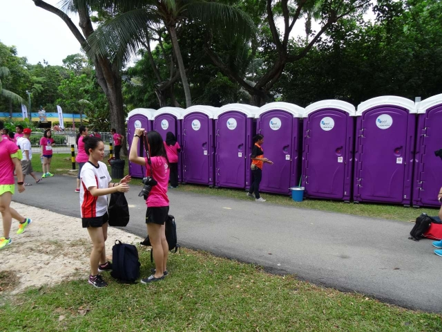 qool enviro portable toilets in the music run 2015 22