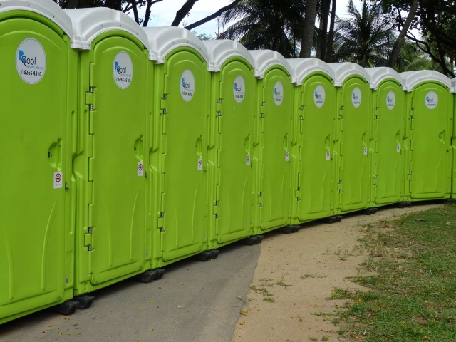 qool enviro portable toilets in the music run 2015 4