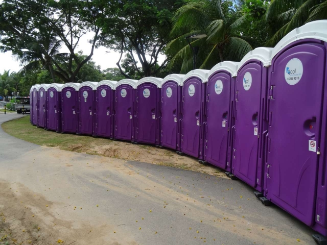 qool enviro portable toilets in the music run 2015 6