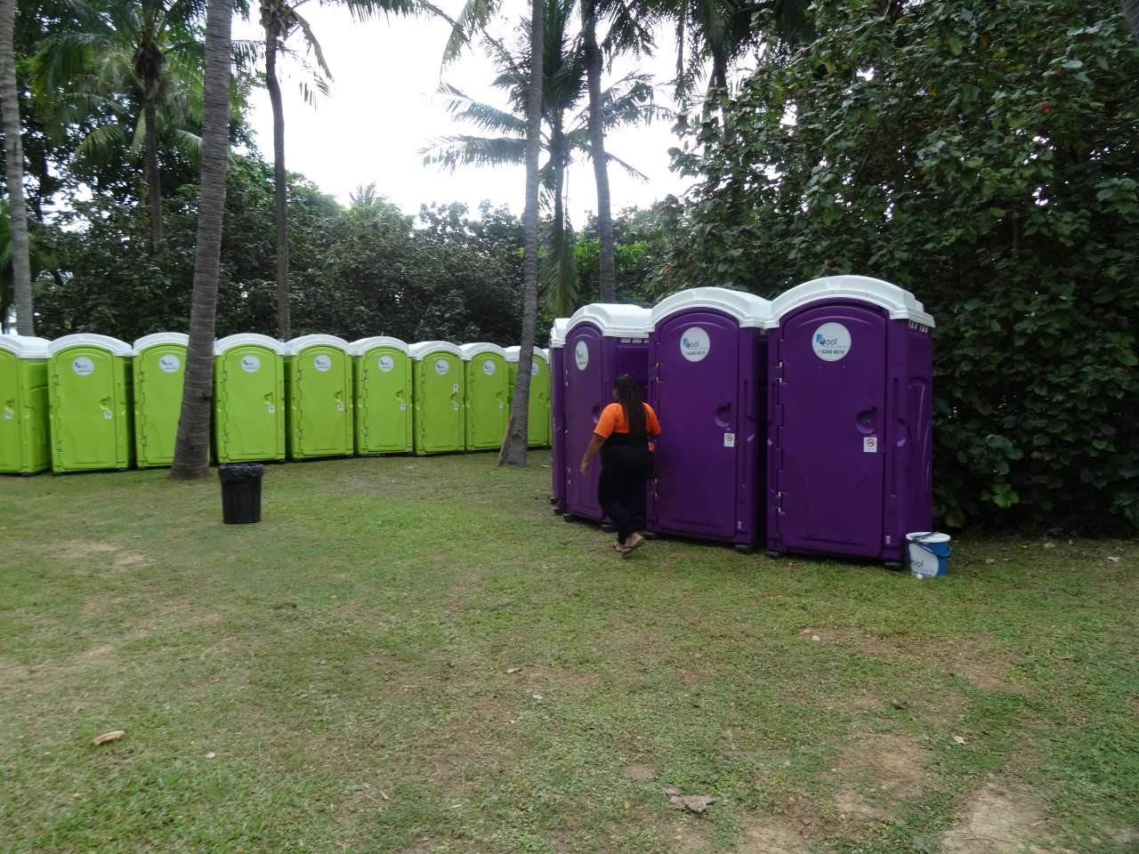 qool enviro portable toilets in the music run 2015 8